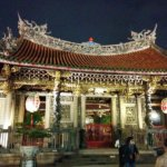 台湾1有名なお寺「龍山寺」で「お前、秋、ロシア、ビューティフル!」と言われた